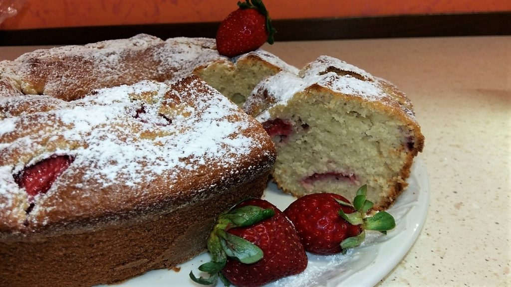 Ciambellone yogurt e fragole